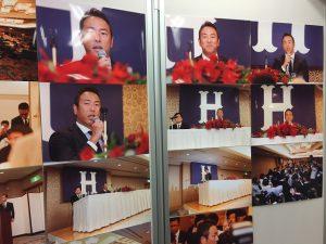 黒田投手の引退会見の様子がたくさんの写真で語られています。