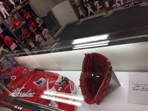 日本シリーズの10/25に黒田投手が私用していた貴重な道具が展示されていました。
