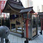 「エキシティ広島」の屋外デッキに「友元神社」が新築、野球ボールのような「勝鯉岩」も!