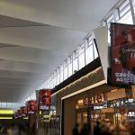 広島駅の南北自由通路に巨大ディスプレイが12枚設置されました!