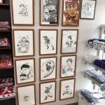 「廣文館 金座街本店」で人気漫画家によるカープ選手のイラストが展示中です!