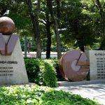旧広島市民球場跡地前にある「勝鯉の森」とその周辺を散策