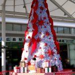 広島駅北口のペデストリアンデッキに今年も巨大なクリスマスツリーが登場!