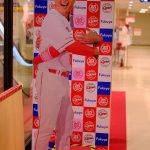 福屋広島駅前店の9Fに新井さんや菊池選手との2ショットパネルが!
