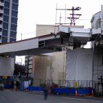 カープロードの途中にある「横断歩道橋工事」の現在の様子