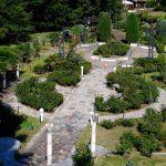 市内中心部近くにありながら自然豊かな癒しスポット、東区にある「牛田総合公園バラ園」