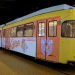 ジ・アウトレット広島の「ワープする路面電車」が2020年シーズンのカープ仕様に!