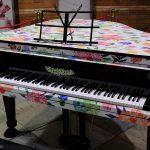広島市内の公共施設では初となる常設のストリートピアノ「紙屋町まちかどピアノ」登場!