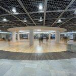 """<span class=""""title"""">床やベンチに広島県産木材が使われ温かい空間へとリニューアルした「シャレオ中央広場」</span>"""
