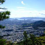 """<span class=""""title"""">火山と武田山の間にある「黒谷山」、市内中心部を見渡せます</span>"""